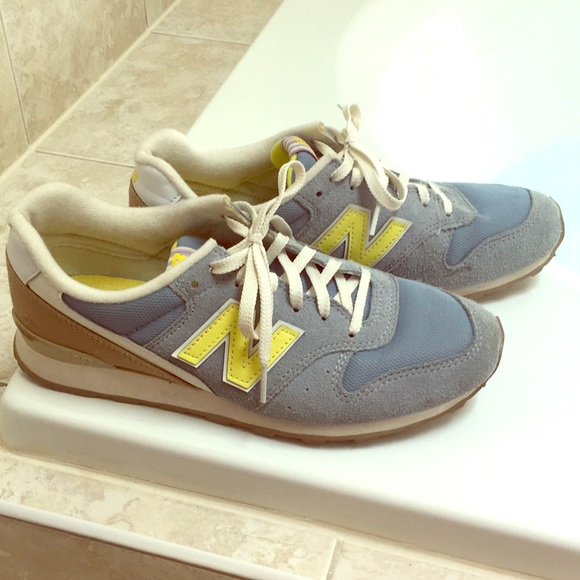 competitive price 6c7cf 19b93 New Balance 696 women's sneakers, blue and yellow